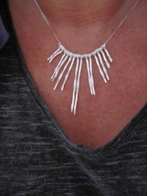 Silverhalsband med silver piggar – Kleopatra