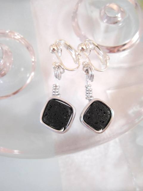 Clips örhängen med Lava stenar - Aluminium/Inlindad/Svart