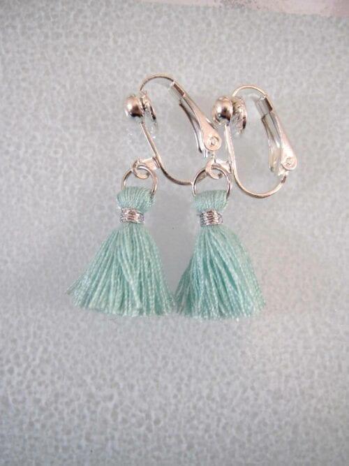 Clips örhängen med Tofsar - Grön