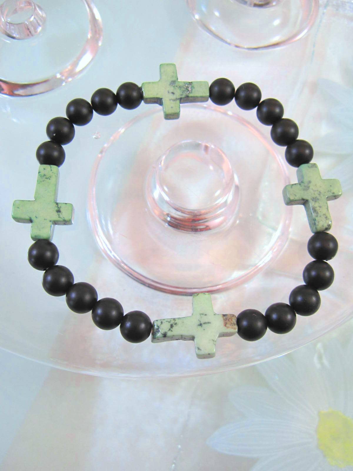 Onyx o Howlit armband med Kors – Svart/Grön/Flex/Unisex