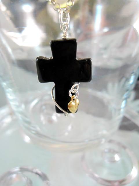 Agat kors hängsmycke med hjärta - Guld/Silver