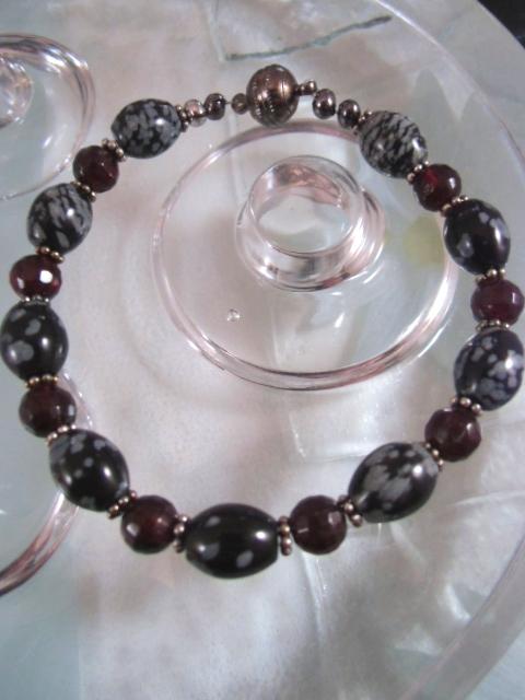 Granat o Snöflinge obsidian armband - Magnetlås