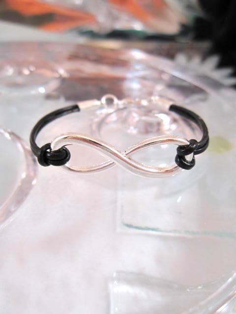 Armband med Oändlighet symbol - Läderrem/Svart