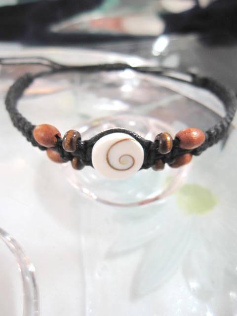Armband med Shivasnäcka - Vit/Brun/Justerbart/Makrame
