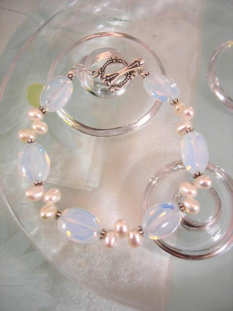 Opalit o Sötvattenspärlor armband - Oval/Vit/Ljusblå