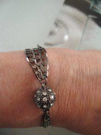 Armband i Pistolmetall o Kristaller - Treradigt
