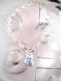 Armband med berlock av bur med kristaller - Blå