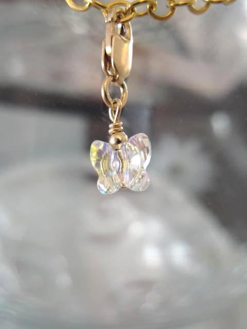 Guldberlock med karbinlås o Swarovskikristall - Fjäril/14K GF