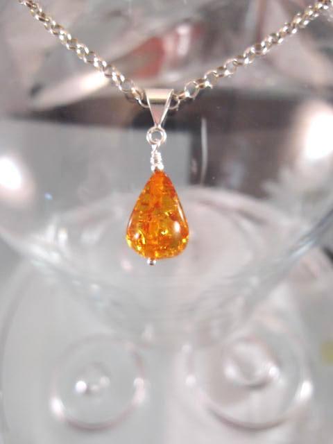 Bärnsten Harts hängsmycke - Droppe/Orange