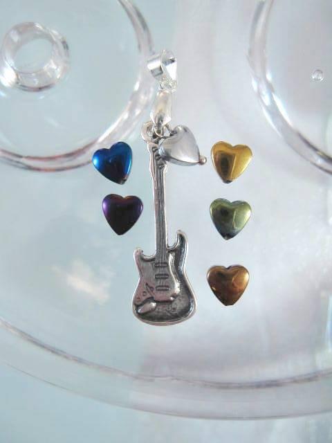 Elgitarr hängsmycke med hjärta - Musik