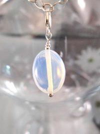 Berlock med karbinlås - Oval/Opalit/Ljusblå