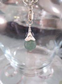 Berlock med karbinlås - Pärla/Smaragd/Fasett