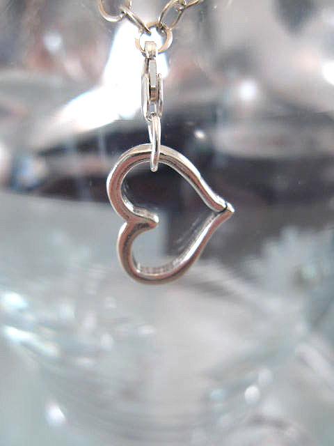 Berlock med karbinlås - Symbol/Hjärta/Snett/Utskuren