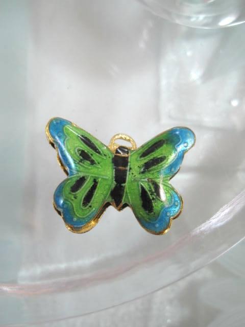 Bonus erbjudande 300 - Cloisonne hängsmycke - Fjäril/Grön