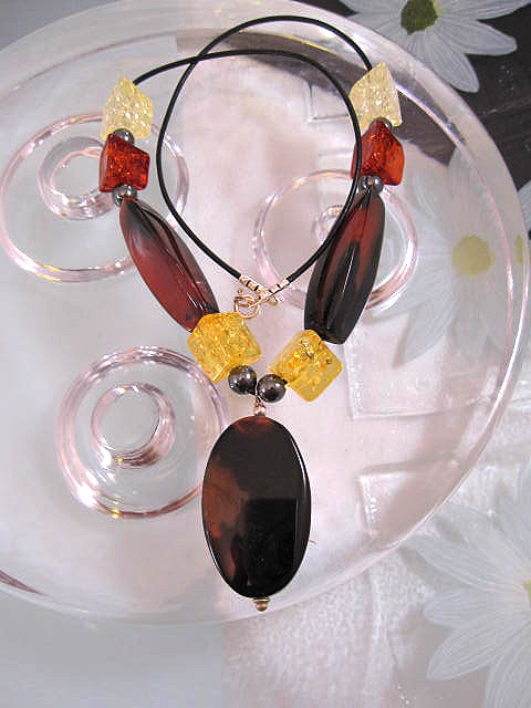 Bärnsten Harts, Hematiter o Agat halsband på läderrem - Multifärg