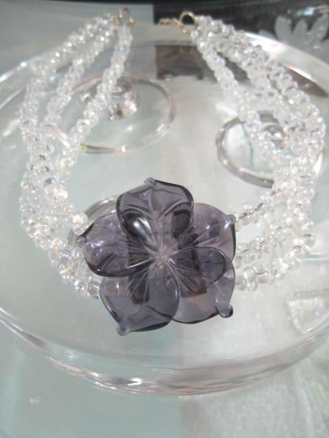 Ametistblomma o glaspärlor halsband - Choker/Treradigt/Snidat