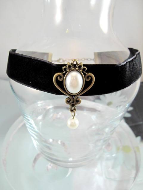 Choker halsband på sammet med vita pärlor - Antik/Svart