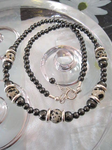 Dalmatinerjaspis o Hematit halsband - Pärlor