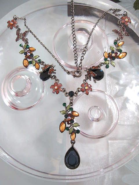 Halsband med emaljerade blommor - Swarovski
