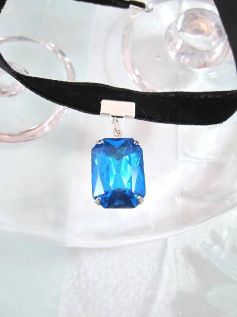 Glashängsmycke på sammet choker/halsband