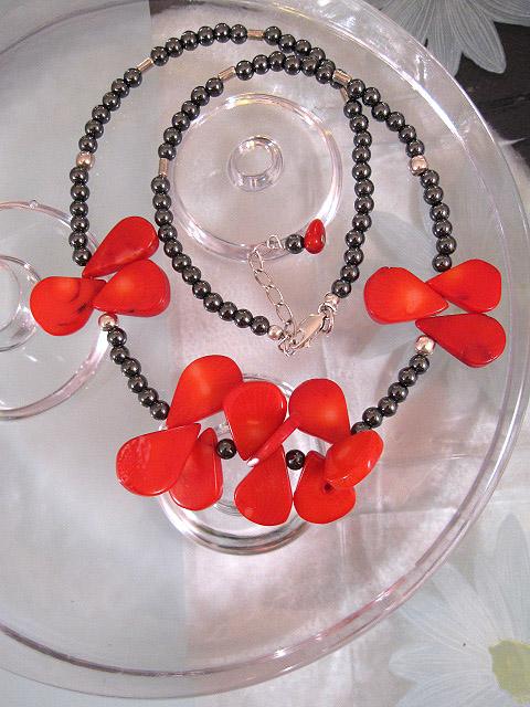 Korall o Hematit halsband - Droppe