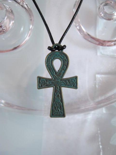 Ankh kors hängsmycke på läderrem halsband - Grön/Unisex