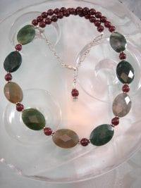 Mossagat o Granatpärlor halsband - Oval/Fasett/Multifärg