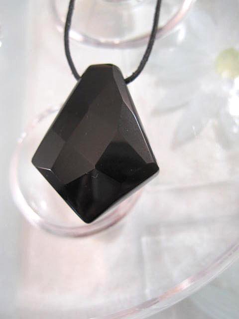 Onyxdiamant hänge på läderrem halsband - Fasett/Svart/Unisex/XL