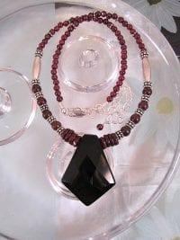 Onyx o Granat halsband - Diamant/Fasett/Kant/Svart