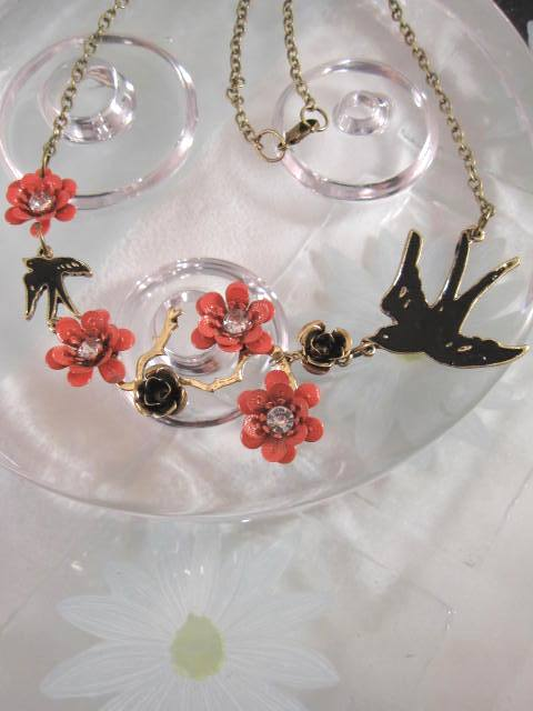 Halsband med blommor, kristaller o svalor - Antik