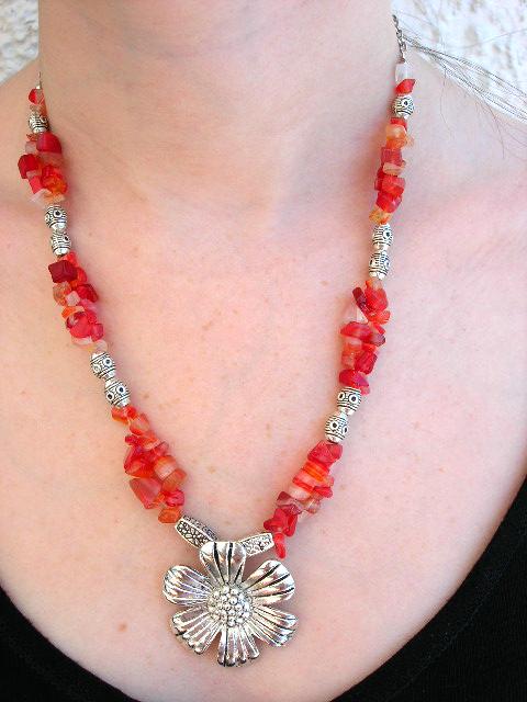 Halsband med Karneol o Tibetanskt silver - Daisy Blomma