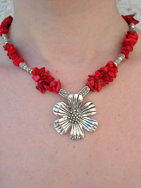 Halsband med Korall o Tibetanskt silver - Daisy Blomma/Chips/Tibet/XL