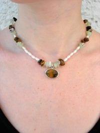 Tigeröga, Jade o Bergskristall halsband