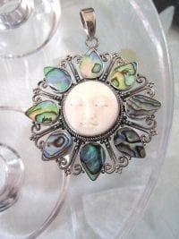 Abalone hängsmycke med ansikte - Sol/XL