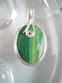 Botswanaagat hängsmycke - Fasett/Oval/Grön