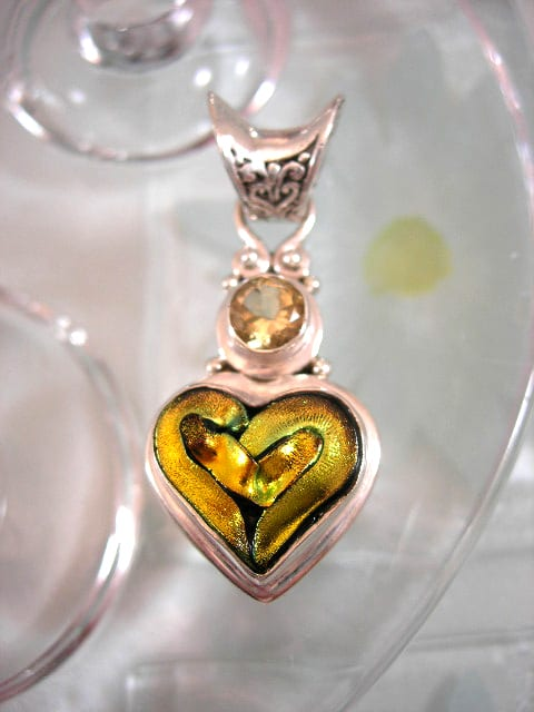 Dichroic glas o Citrin hängsmycke - Hjärta