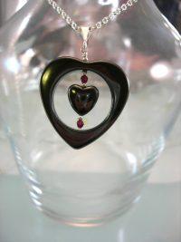 Hematit o Granat hängsmycke - Hjärtan/Fasett