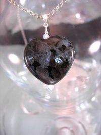 Larvikit sten o Opalitpärlor hängsmycke - Hjärta