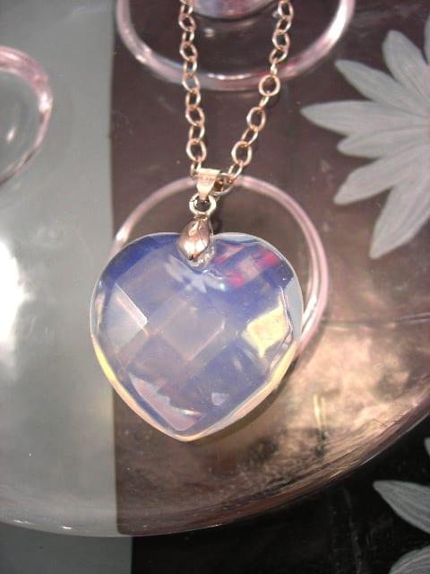Opalit hängsmycke - Fasett/Hjärta/Ljusblå
