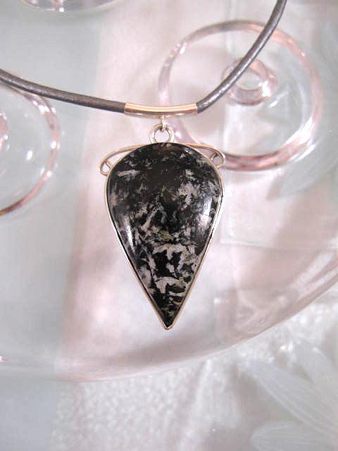 Snöflinge obsidian på grå läderrem halsband - Cab/Droppe