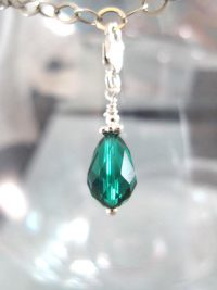 Månadskristall med karbinlås - Berlock/Maj/Swarovskidroppe/Smaragd