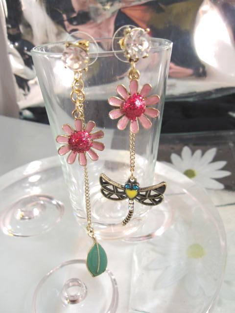 Blomma, Löv o Trollslända örhängen på kedja - Daisy/Studs/Asymmetriska