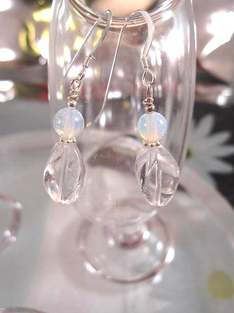 Bergskristall o Opalit örhängen - Vriden/Ljusblå