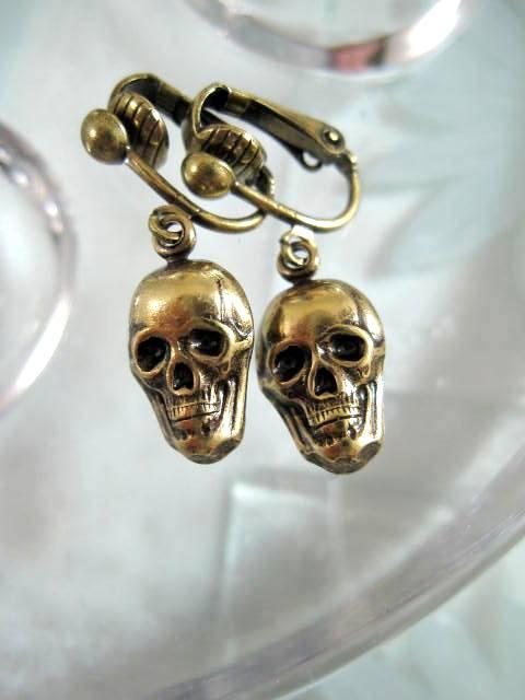 Clips örhängen med Dödskalle - Antikbehandlade/Unisex