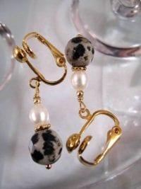 Clips örhängen med Dalmatinerjaspis o Sötvattenspärlor - Fasett