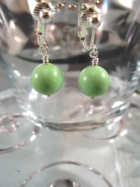 Clips örhängen med Howlit - Ljusgröna