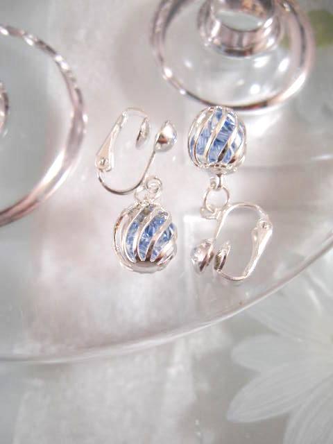 Clips örhängen med bur av blå kristaller 1