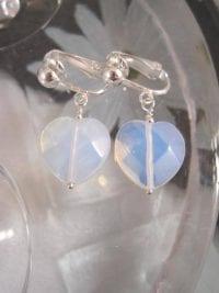 Clips örhängen med Opalit hjärtan - Fasett
