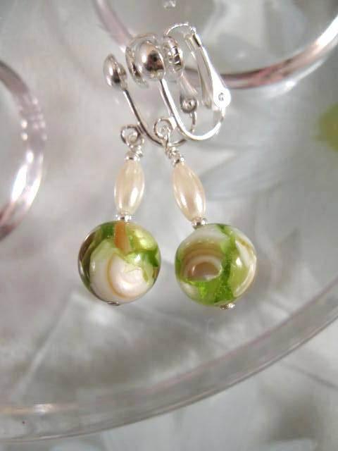 Clips örhängen med Pärlemor - Grön/Vit/Brun