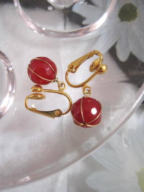 Clips örhängen med inlindade Kalcedoner - Fasett/Röd/Guld